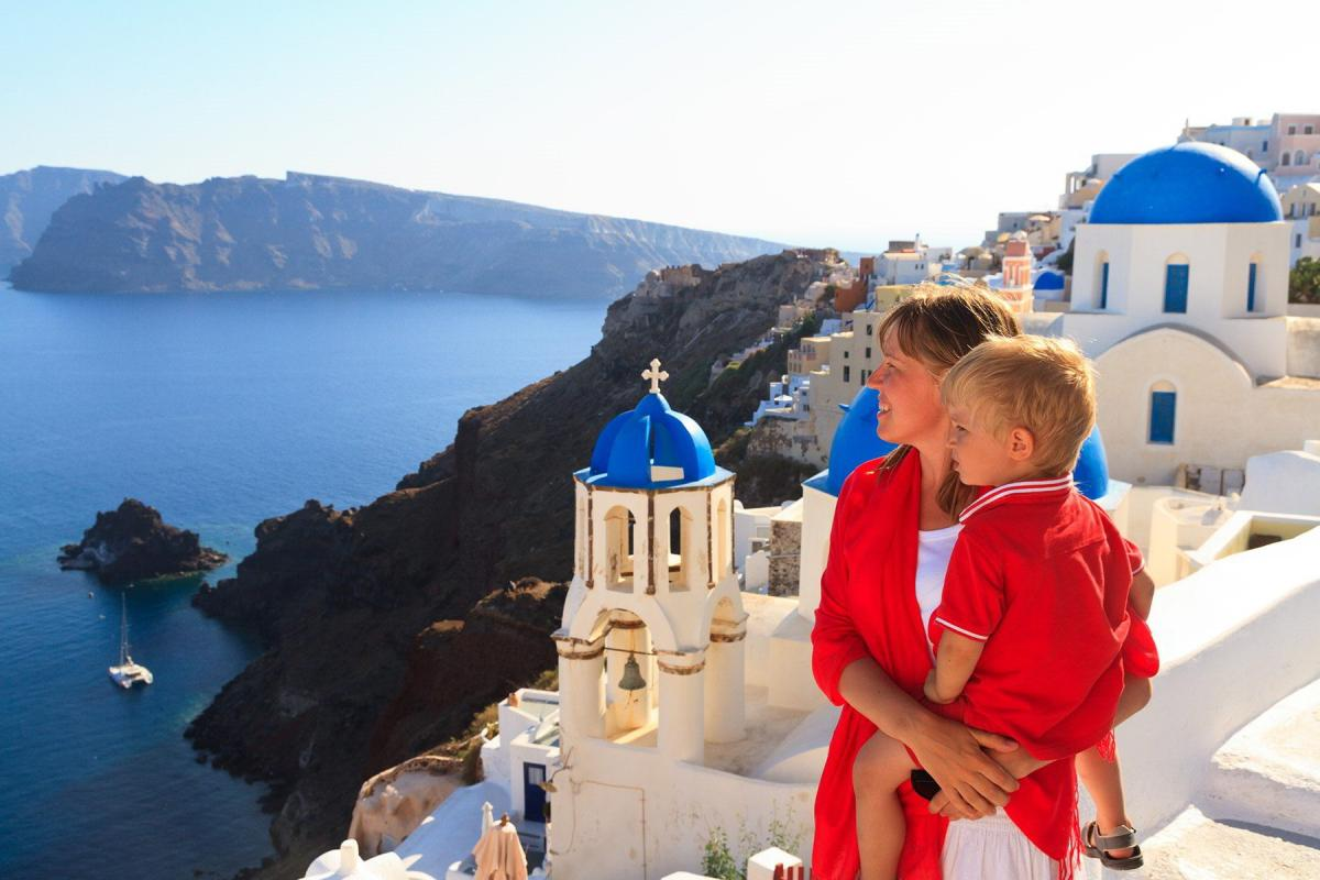 family-vacations-in-santorini