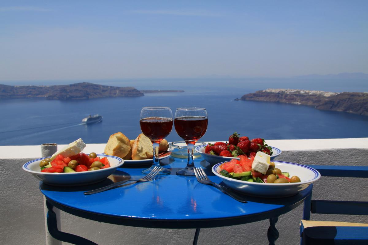 ideal-breakfast-on-santorini