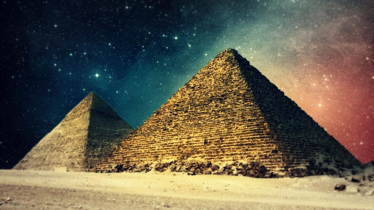 egypt_pyramides_at_night