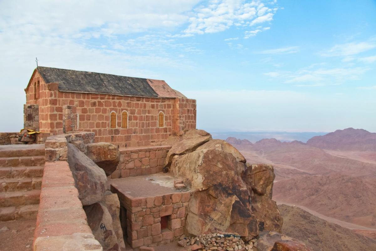 greek-orthdox-chapel-on-mount-sinai-moses-mountain-at-2285m-in-egypt
