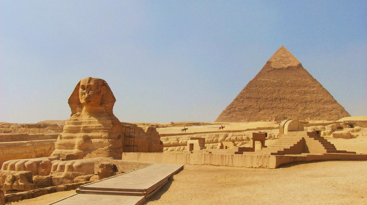 the-sphinx-at-gizacairo-in-egypt-with-the-pyramid-of-chephren-khafre